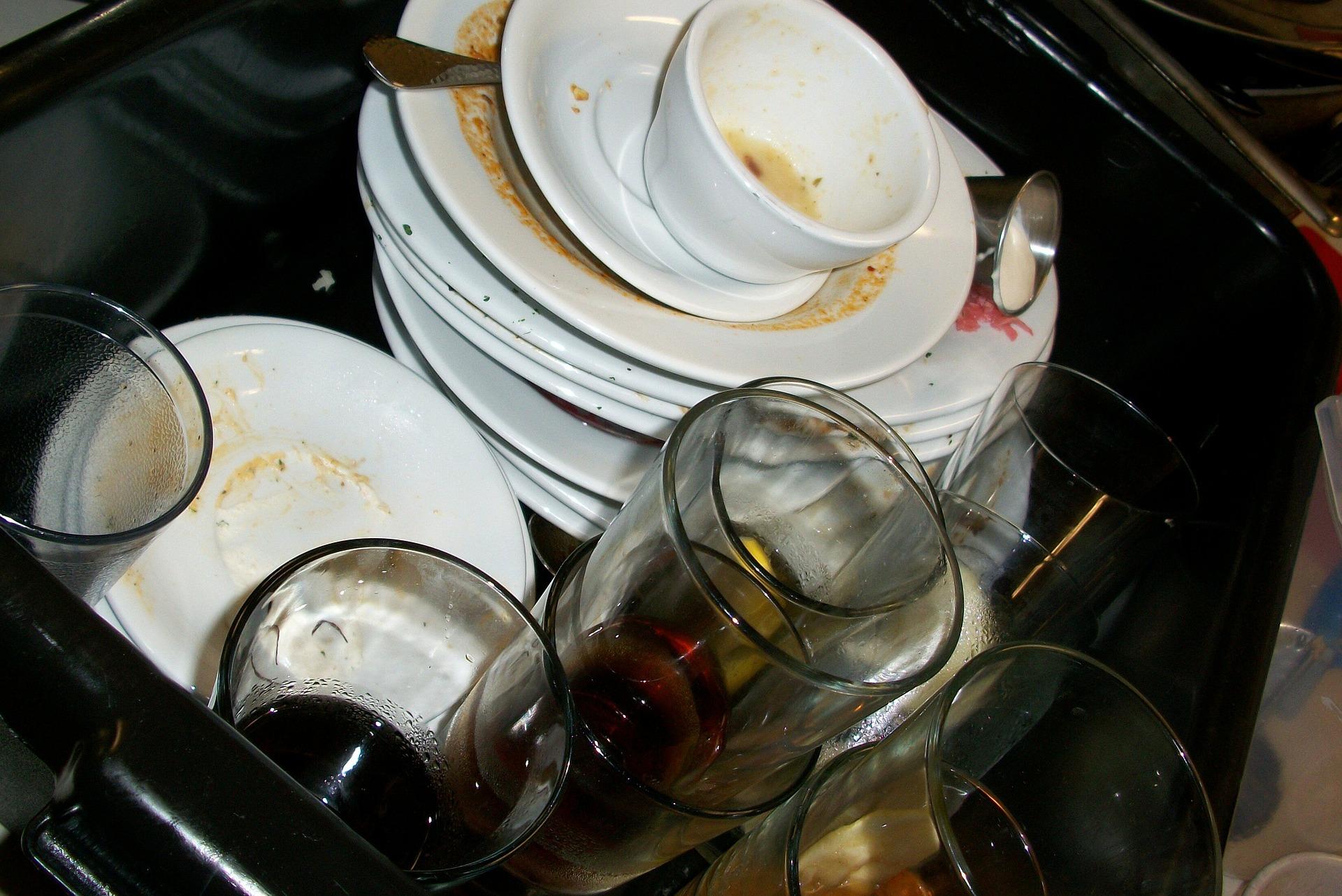 dishes-197_1920.jpg